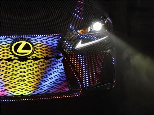Lexus показал полностью светодиодную версию седана IS