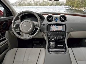 Jaguar XJ 2012 водительское место