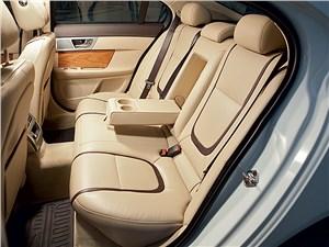 Jaguar XF 3.0 D 2011 задний диван
