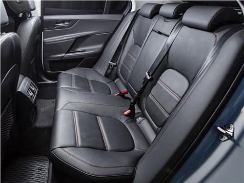 Предпросмотр jaguar xe 2016 задний диван