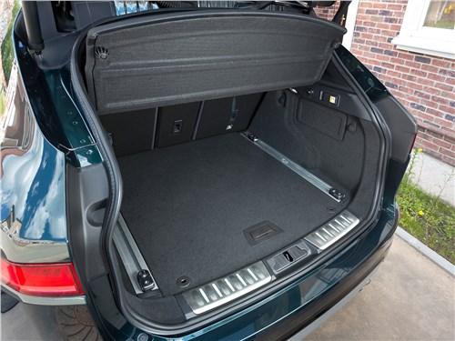 Jaguar F-Pace 2016 багажное отделение