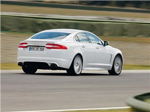 Jaguar XFR вид сзади