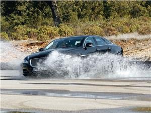 Jaguar XJ вид сбоку
