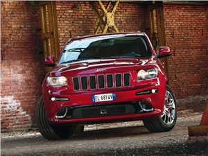 Jeep Grand Cherokee SRT8 2012 вид спереди