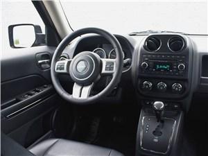 Предпросмотр jeep liberty 2007 водительское место