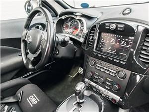 Nissan Juke R водительское место