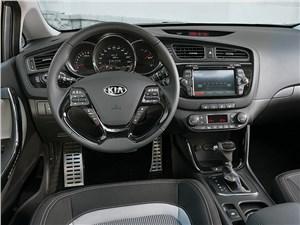 Предпросмотр kia pro cee'd 2013 водительское место