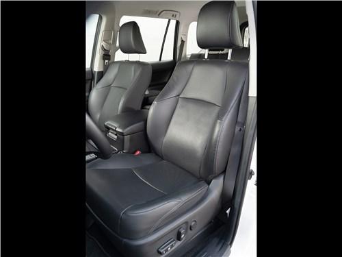 Toyota Land Cruiser Prado (2017) передние кресла