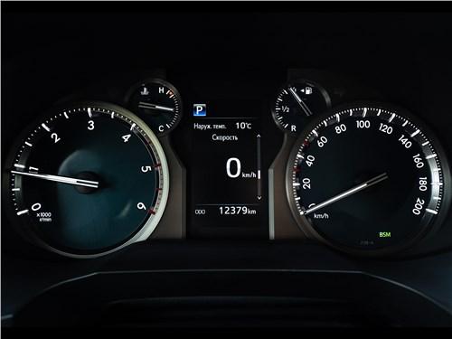 Toyota Land Cruiser Prado (2017) приборная панель