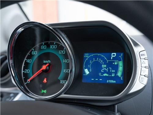 Chevrolet Spark (2010) приборная панель