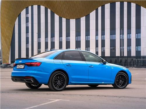 Audi A4 (2020) вид сбоку сзади