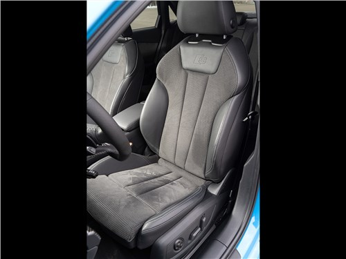 Audi A4 (2020) передние кресла