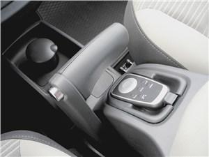 Renault Kangoo 2012 стояночный тормоз