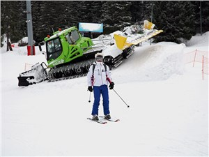 Как только лыжники покидают трассы, на склонах появляются ратраки