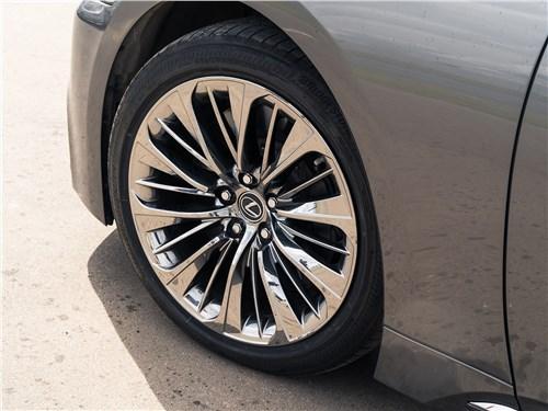 Lexus LS 500 AWD Luxury+ 2018 колесо