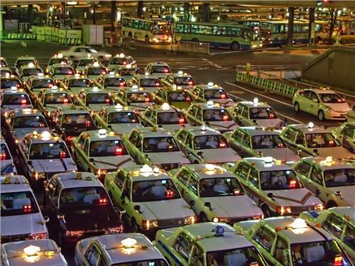 Японские власти обещают ввести в обращение беспилотные такси к 2020 году