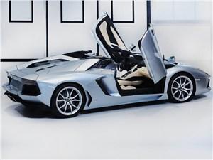 Lamborghini Aventador LP700-4 2013 вид сбоку