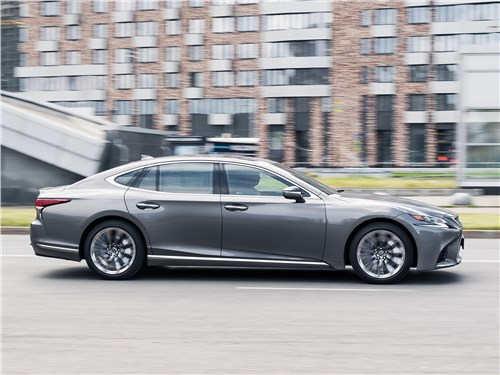 Lexus LS 500 AWD Luxury+ 2018 вид сбоку