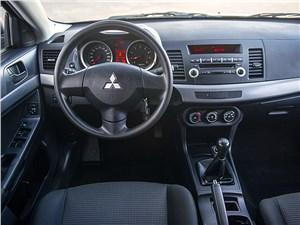 Mitsubishi Lancer 2009 водительское место