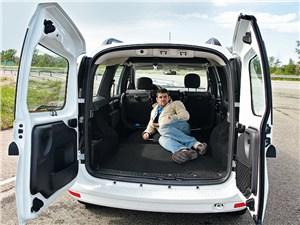 Lada Largus 2012 багажное отделение