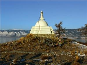 Влияние буддизма здесь сильно: на некоторых островах стоят культовые сооружения – ступы