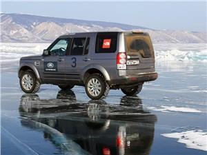 Катание по льду Байкала –веселое, но и довольно опасное занятие