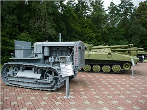 """""""Сталинец С-65"""" тоже послужил: его использовали для буксировки орудий"""