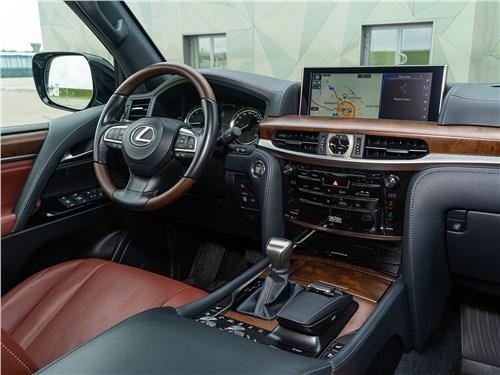 Lexus LX 570 2016 салон