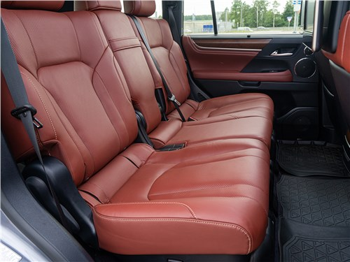 Lexus LX 570 2016 задний диван