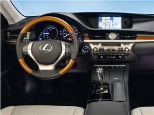 Lexus ES 2013 водительское место