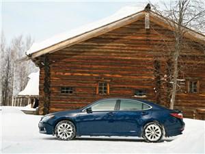 Lexus ES 300h 2012 вид сбоку