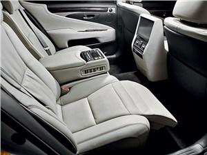 Предпросмотр lexus ls 600h l 2012 задние кресла