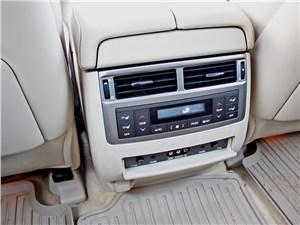Lexus LX 570 2012 управление климатом заднего ряда
