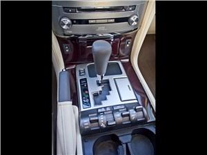 Lexus LX 570 2012 управление трансмиссией