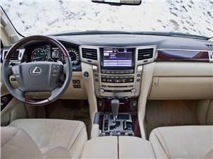 Lexus LX 570 2012 водительское место