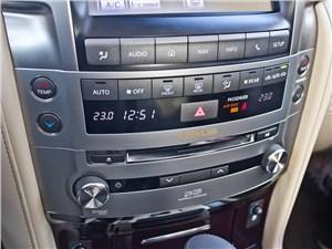 Lexus LX 570 2012 центральная консоль