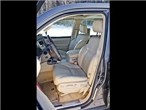 Lexus LX 570 2012 передние кресла