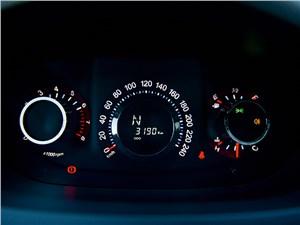 Luxgen 7 SUV 2012 приборная панель