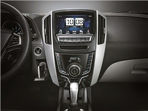 Luxgen U6 Turbo 2014 центральная консоль