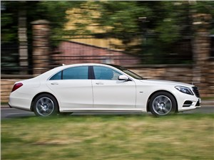 Mercedes-Benz S 500 LONG 2013 вид сбоку