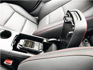 Mercedes-Benz А-Klasse 2013 ящик в подлокотнике
