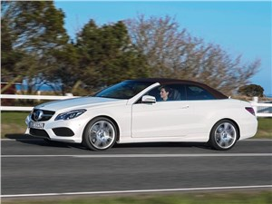 Mercedes-Benz E-Klasse кабриолет 2013 вид сбоку