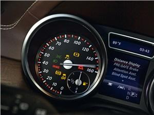Предпросмотр mercedes-benz gl-klasse 2012 приборы