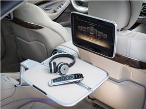 Mercedes-Benz S65 AMG 2014 монитор