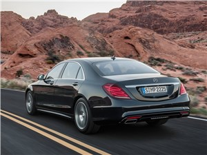 Всепогодный высший класс (Audi A8, Bentley Continental Flying Spur, Mercedes S-klasse, Volkswagen Phaeton) S-Class - Mercedes-Benz S-Klasse 2013 вид сзади