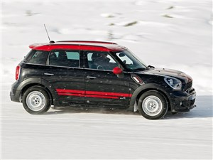 MINI JCW Countryman 2012 вид сбоку