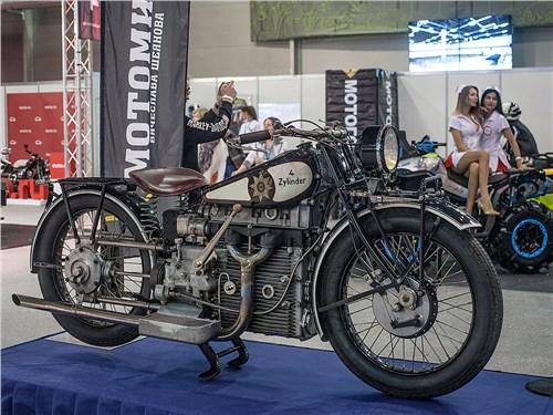 Главной «изюминкой» выставки стала коллекция старинных мотоциклов от Вячеслава Шеянова