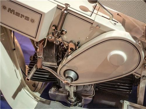 Этот мотоцикл оснащен оппозитным мотором от Maybach