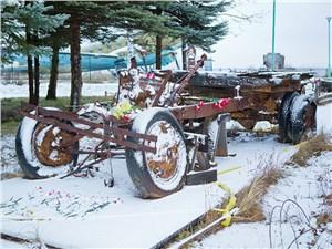 Останки грузовиков, ездивших по Дороге жизни, и сегодня стоят в музее у берегов Ладоги