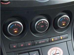 Mazda 3 2011 двухзонный климат-контроль